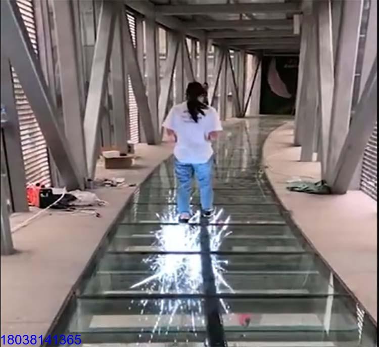 LED玻璃栈道特效屏P4网红3D玻璃桥制作厂家施工单位