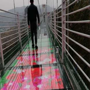 河北张家口张仙天桥玻璃栈道碎裂特效led显示屏